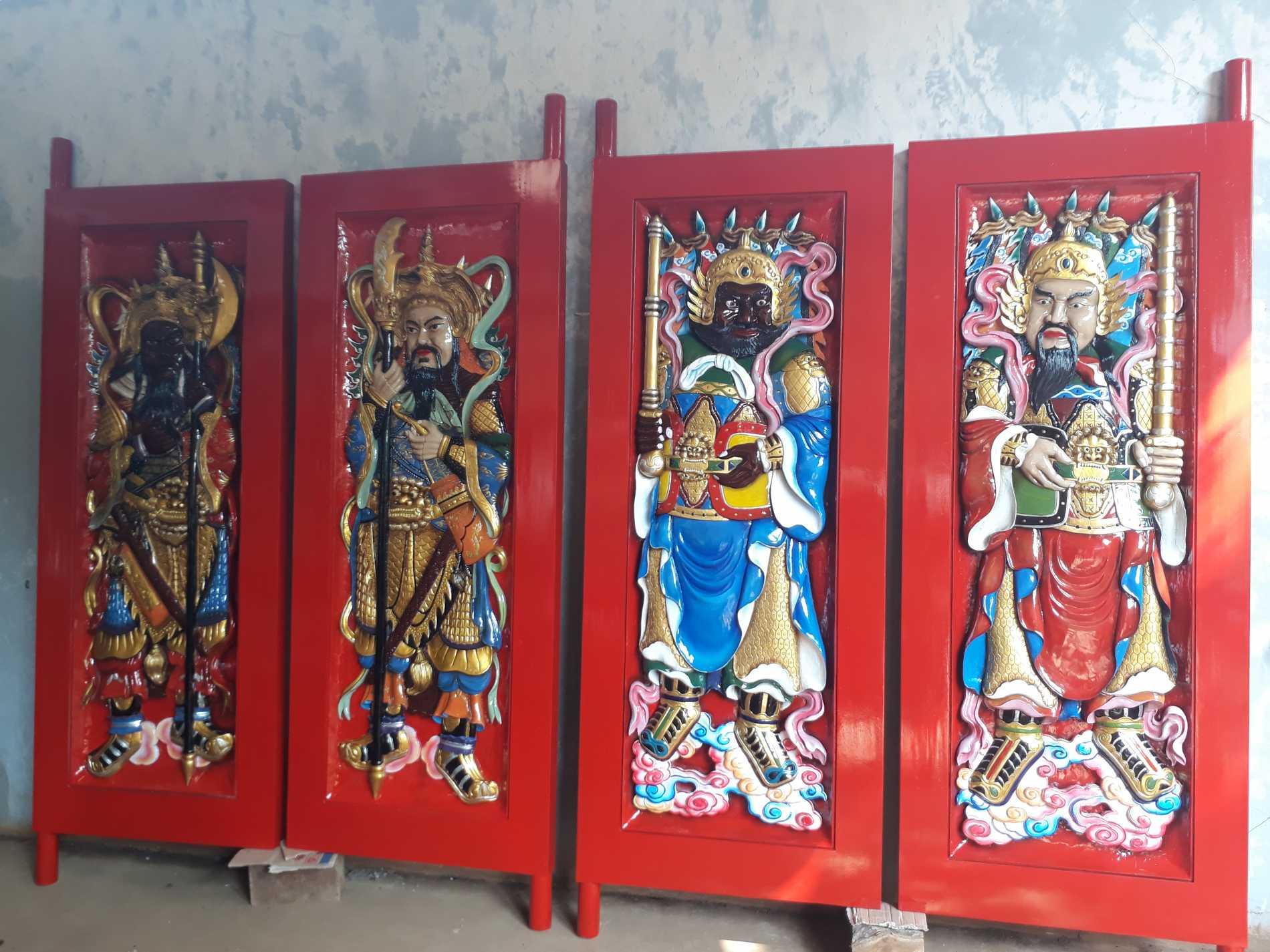 dewa pintu mensen penjaga pintu